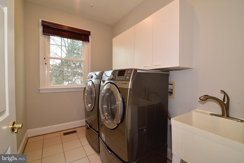 Front Load Washer and Dryer w/ Utility Sink - 14405 VIRGINIA CHASE CT, CENTREVILLE