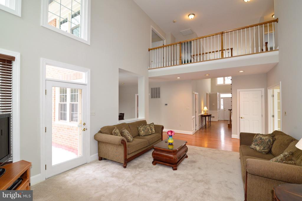 Family Room open to upstairs - 14405 VIRGINIA CHASE CT, CENTREVILLE