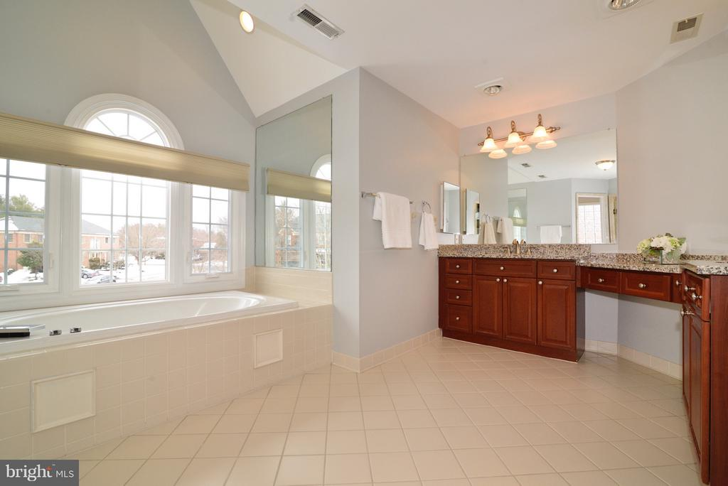 Spa-like! - 14405 VIRGINIA CHASE CT, CENTREVILLE