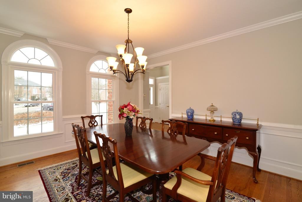 New Lighting and Plenty of Natural Light! - 14405 VIRGINIA CHASE CT, CENTREVILLE