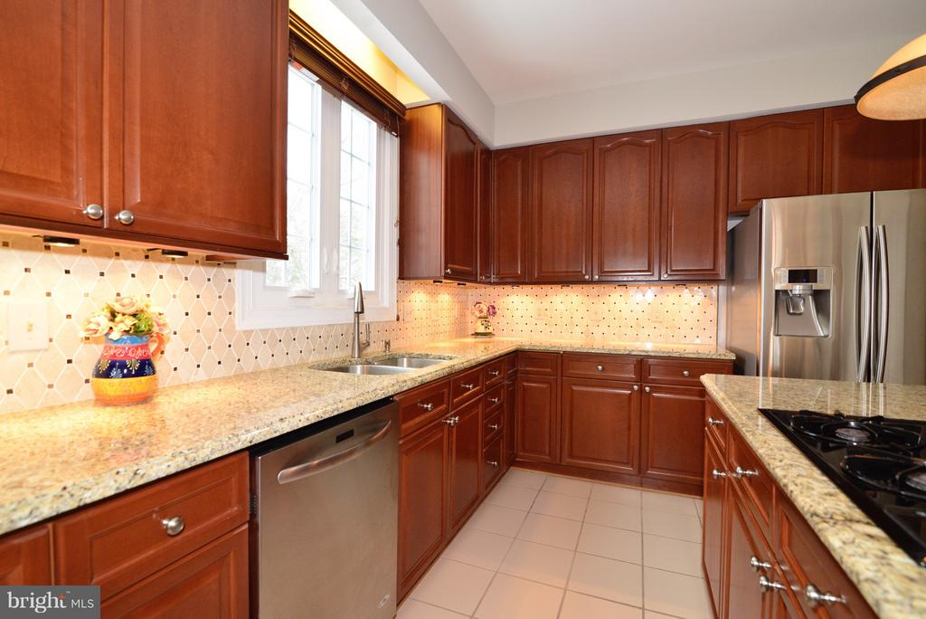 Custom Backsplash! - 14405 VIRGINIA CHASE CT, CENTREVILLE