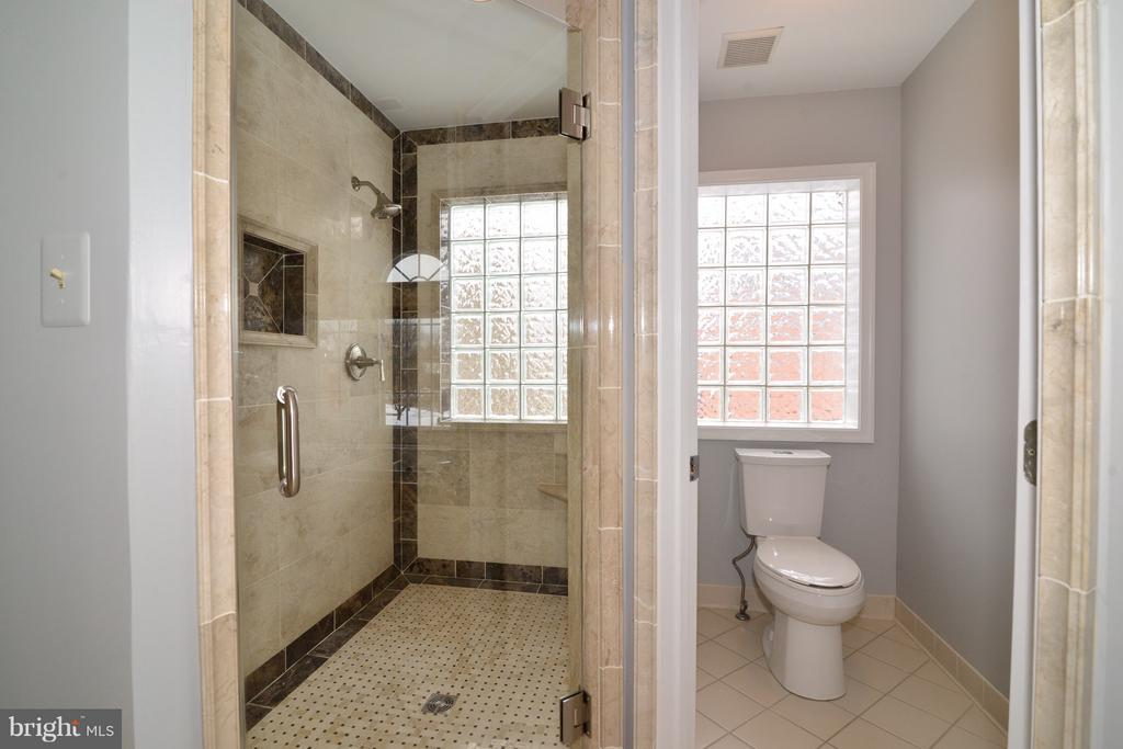 Gorgeous Shower with Custom Tile -Dual Showerhead - 14405 VIRGINIA CHASE CT, CENTREVILLE