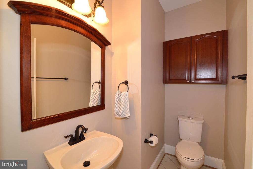 Main Level Powder Room - 14405 VIRGINIA CHASE CT, CENTREVILLE