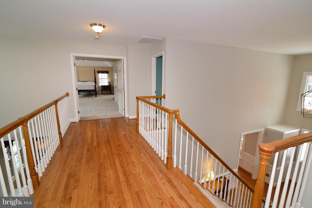 New Hardwood Upper Landing - 14405 VIRGINIA CHASE CT, CENTREVILLE