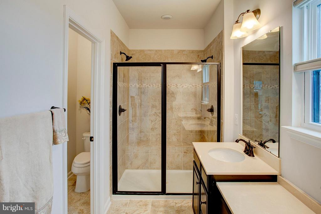 Master bath shower - 22314 FOUNDATION DR, ASHBURN