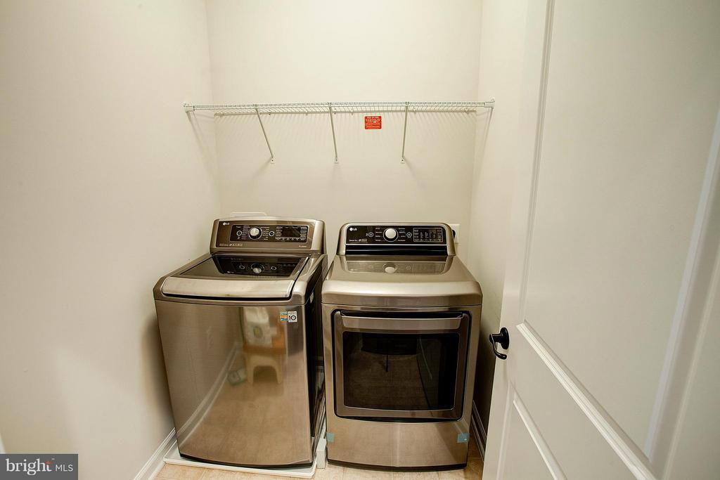 Upper level laundry room - 22314 FOUNDATION DR, ASHBURN