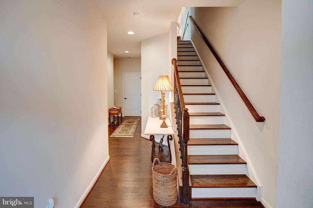 Entry foyer and stairs - 22314 FOUNDATION DR, ASHBURN