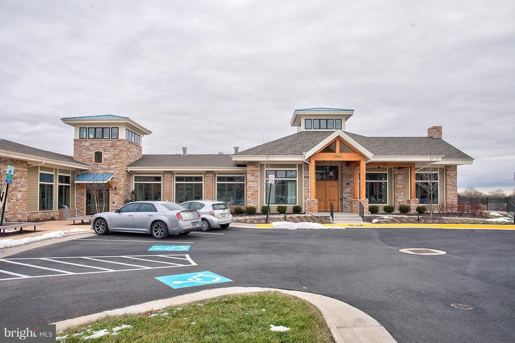 Clubhouse with fitness center - 22314 FOUNDATION DR, ASHBURN