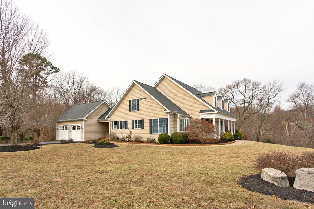 Large corner lot. Wooded and private. - 55 AZTEC DR, STAFFORD