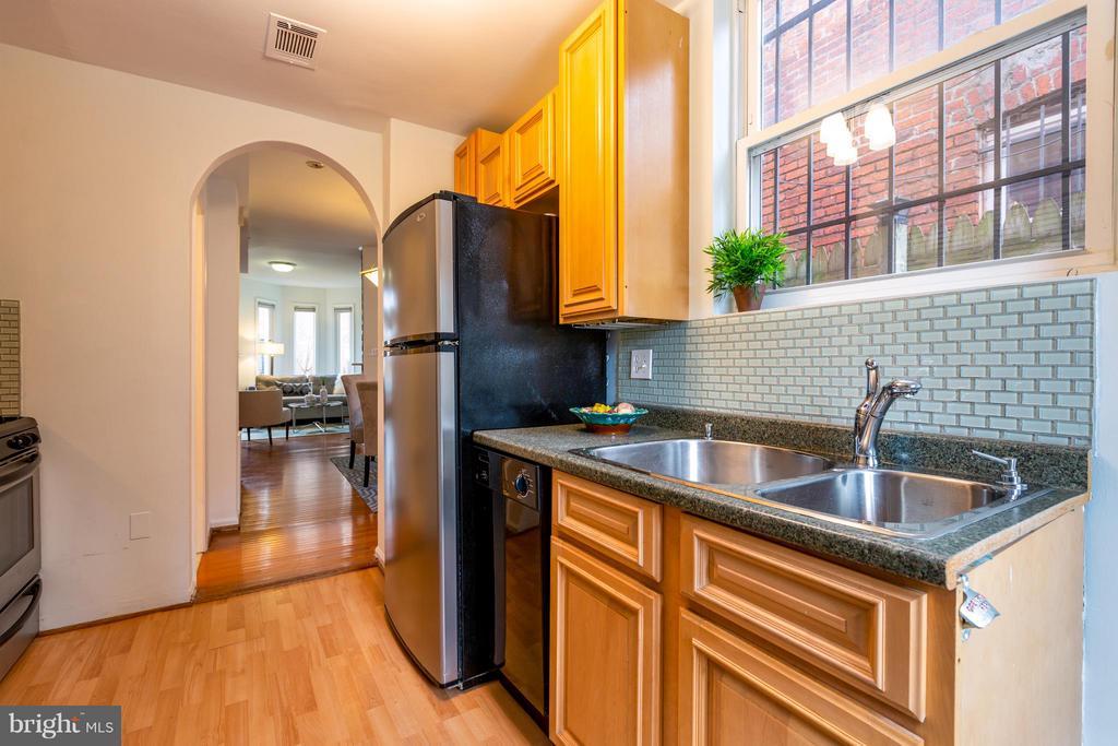 Kitchen - 920 3RD ST NE, WASHINGTON