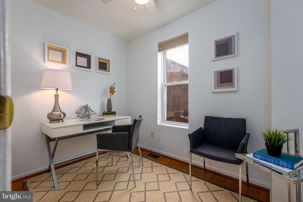 Rear bedroom/office - 920 3RD ST NE, WASHINGTON
