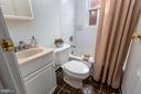 Upstairs full bathroom - 920 3RD ST NE, WASHINGTON