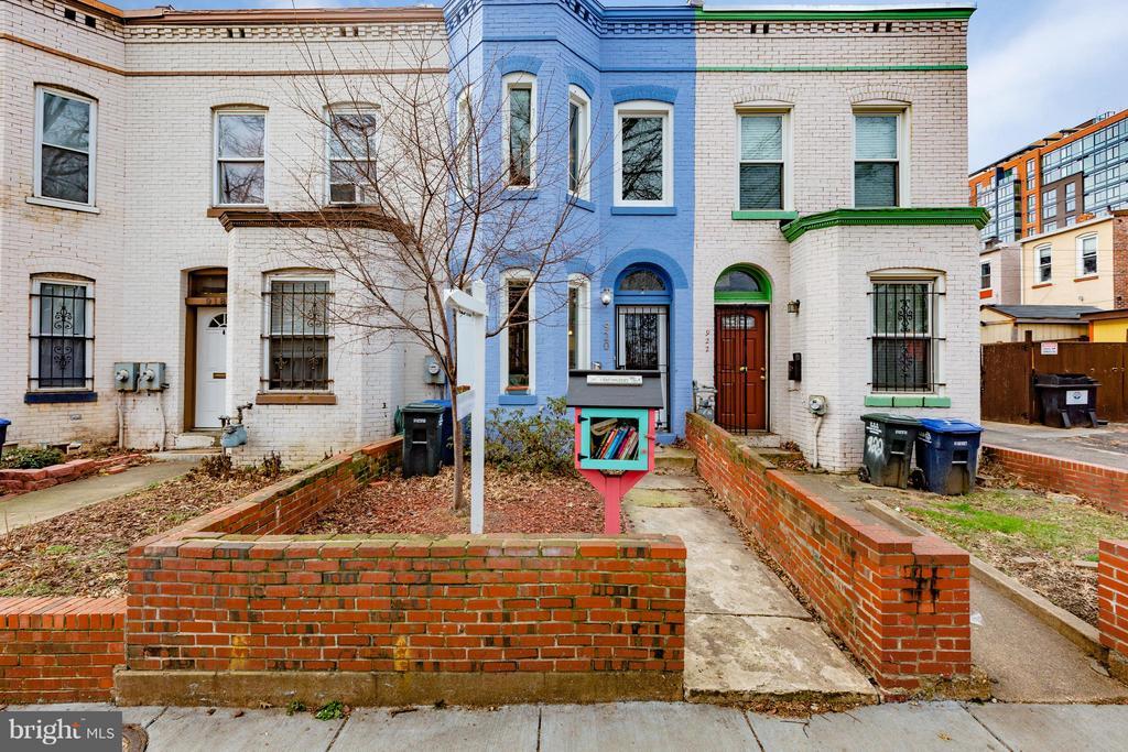 House faces East - 920 3RD ST NE, WASHINGTON