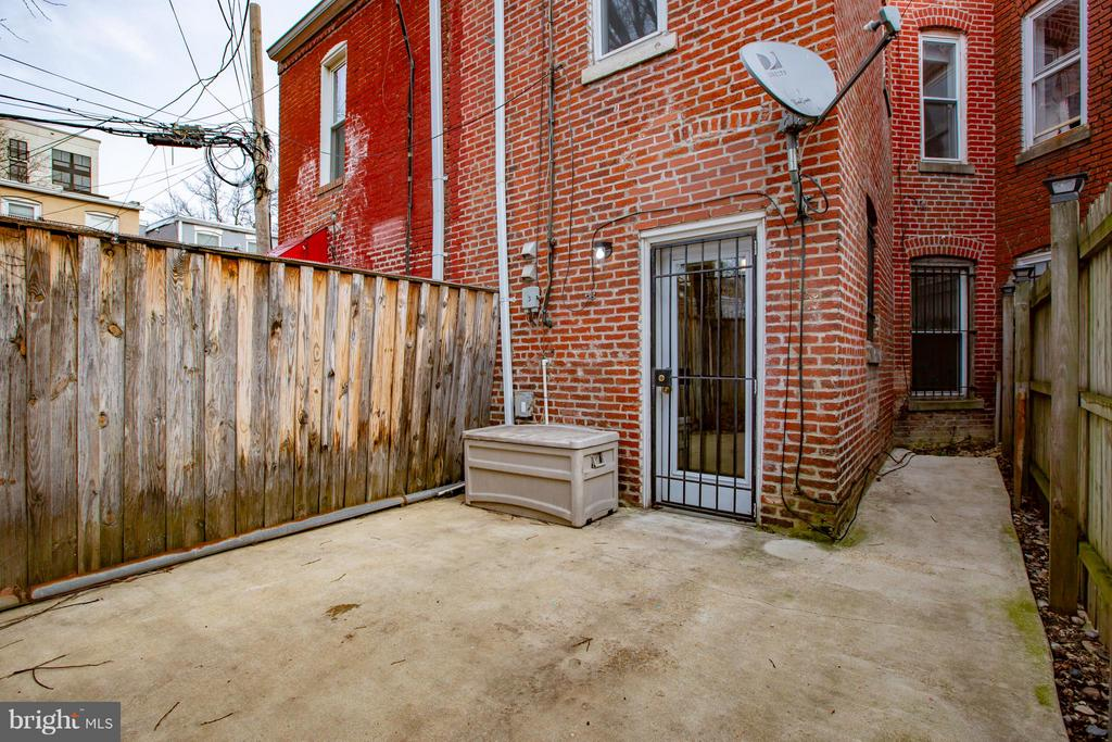 Private rear patio - 920 3RD ST NE, WASHINGTON
