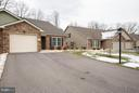 Double driveway  can fit 4 cars + 1 1/2 car garage - 9727 COBBLE STONE CT, HAGERSTOWN