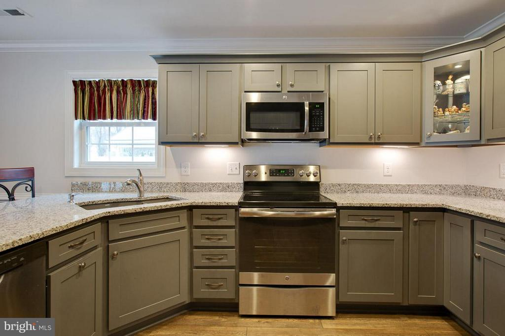 Upgraded cabinetry, appliances & granite counters - 9727 COBBLE STONE CT, HAGERSTOWN