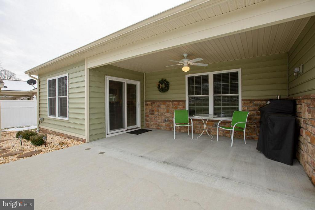 Private covered back porch w/ ceiling fan - 9727 COBBLE STONE CT, HAGERSTOWN
