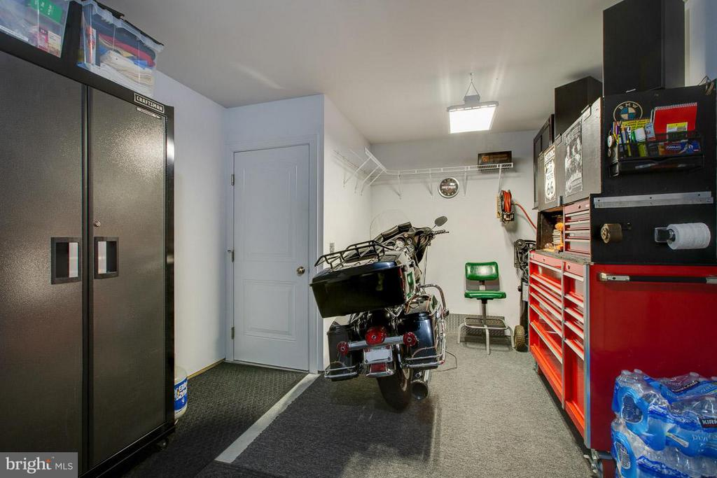 back of garage fits tool boxes,cabinets & a Harley - 9727 COBBLE STONE CT, HAGERSTOWN