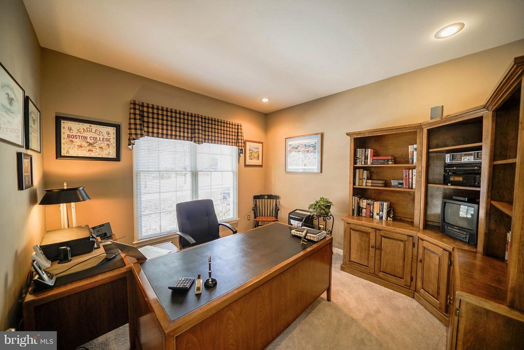 HOME OFFICE - 21362 SPARROW PL, POTOMAC FALLS