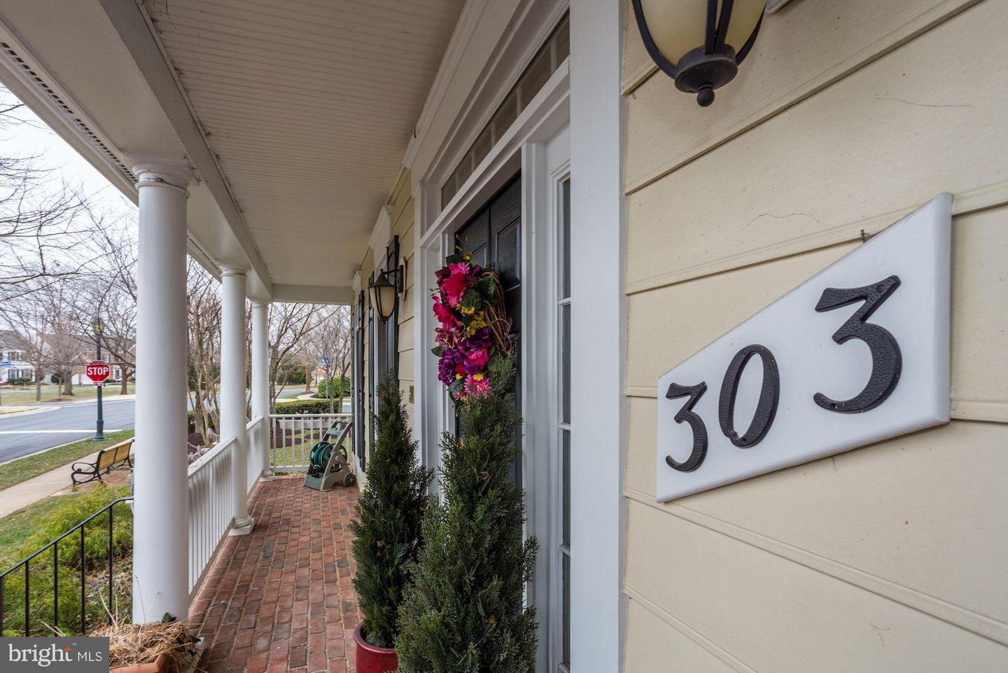 Additional photo for property listing at 303 Oak Knoll Dr Rockville, Maryland 20850 United States