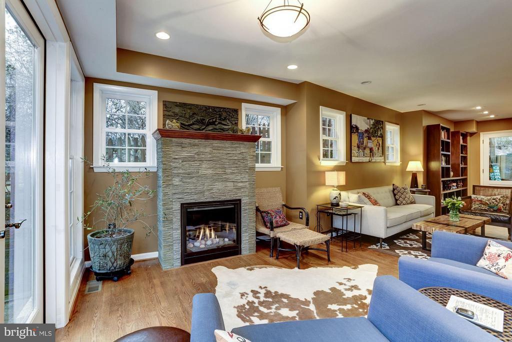 Gas fireplace - 5704 OREGON AVE NW, WASHINGTON