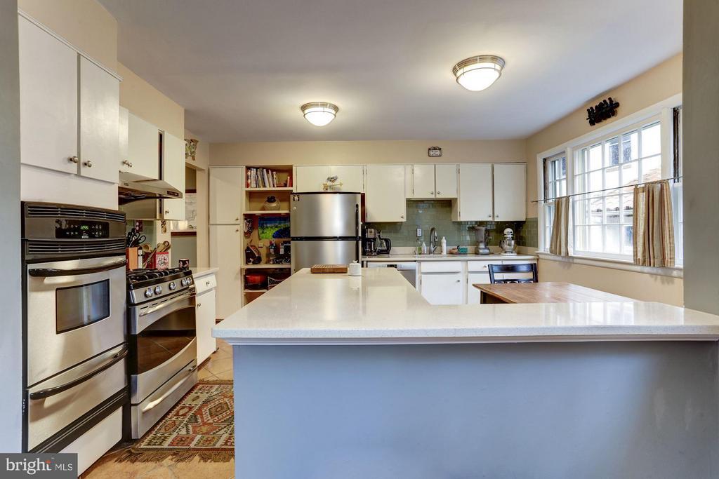 Kitchen - 5704 OREGON AVE NW, WASHINGTON