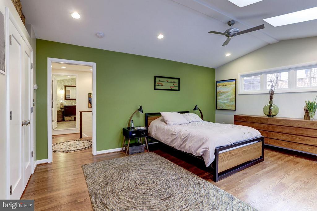Master bedroom - 5704 OREGON AVE NW, WASHINGTON