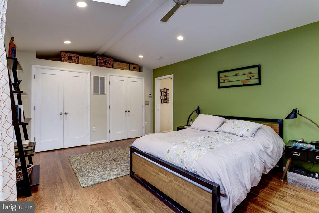 Master bedroom with fitted double closets - 5704 OREGON AVE NW, WASHINGTON