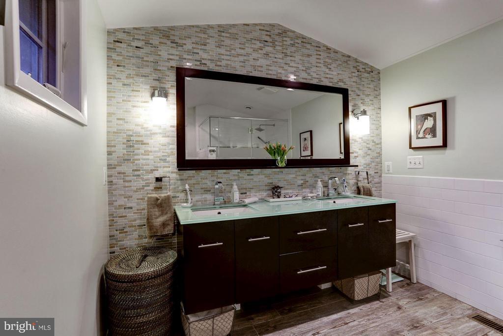 Master bathroom - 5704 OREGON AVE NW, WASHINGTON