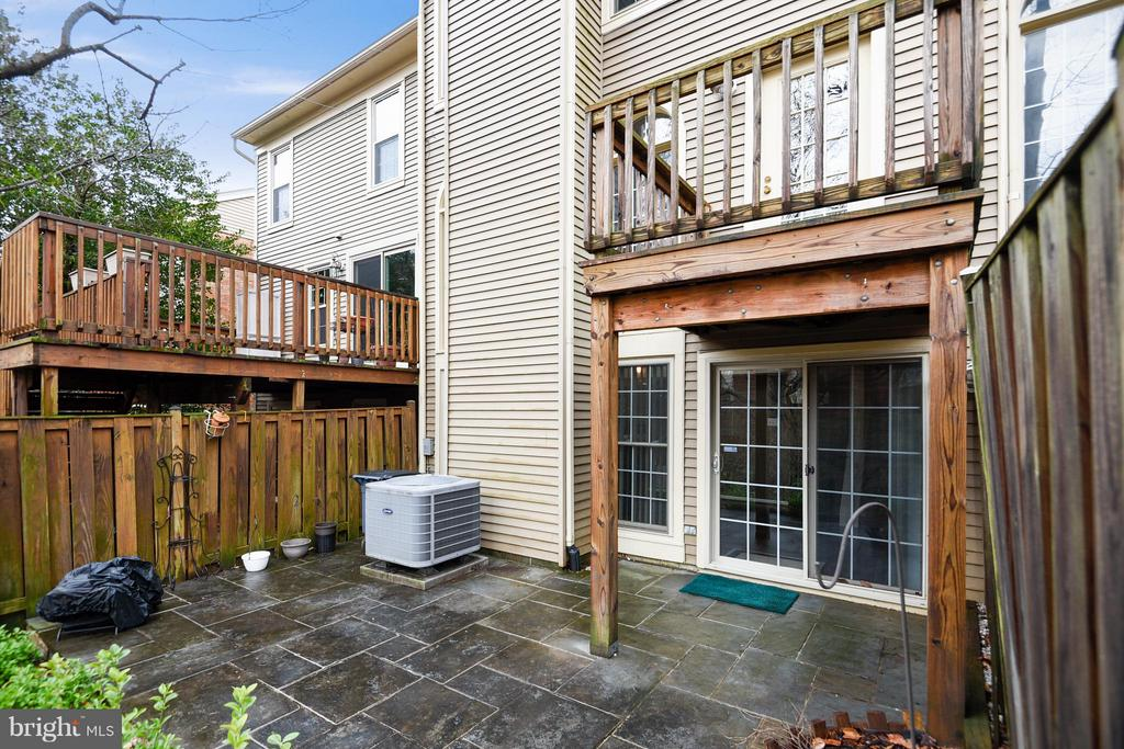 LOVELY SLATE PATIO & DECK - 10419 ENGLISHMAN DR #25, ROCKVILLE