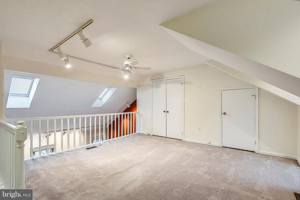 MBR W/ LOFT! GREAT FOR HOME OFFICE OR SITTING ROOM - 10419 ENGLISHMAN DR #25, ROCKVILLE