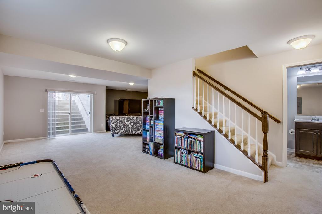 Partial daylight basement w/ full bath. - 54 COLEMANS MILL DR, FREDERICKSBURG