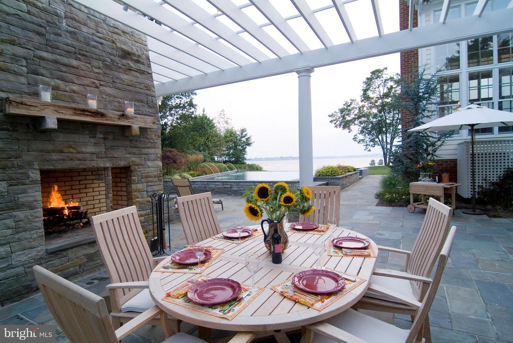 A truly lovely setting for lunch or dinner - 1208 SOUTHBREEZE LN, ANNAPOLIS