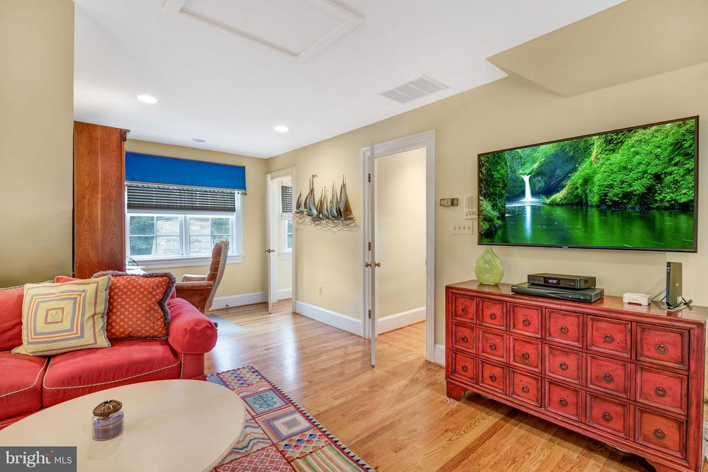 Private entrance closeby/perfect for inlaw /nanny - 1208 SOUTHBREEZE LN, ANNAPOLIS