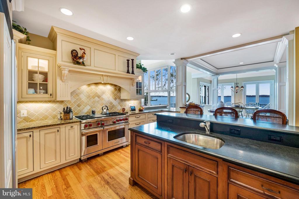Gourmet kitchen w/ Wolfe Range, granite island - 1208 SOUTHBREEZE LN, ANNAPOLIS