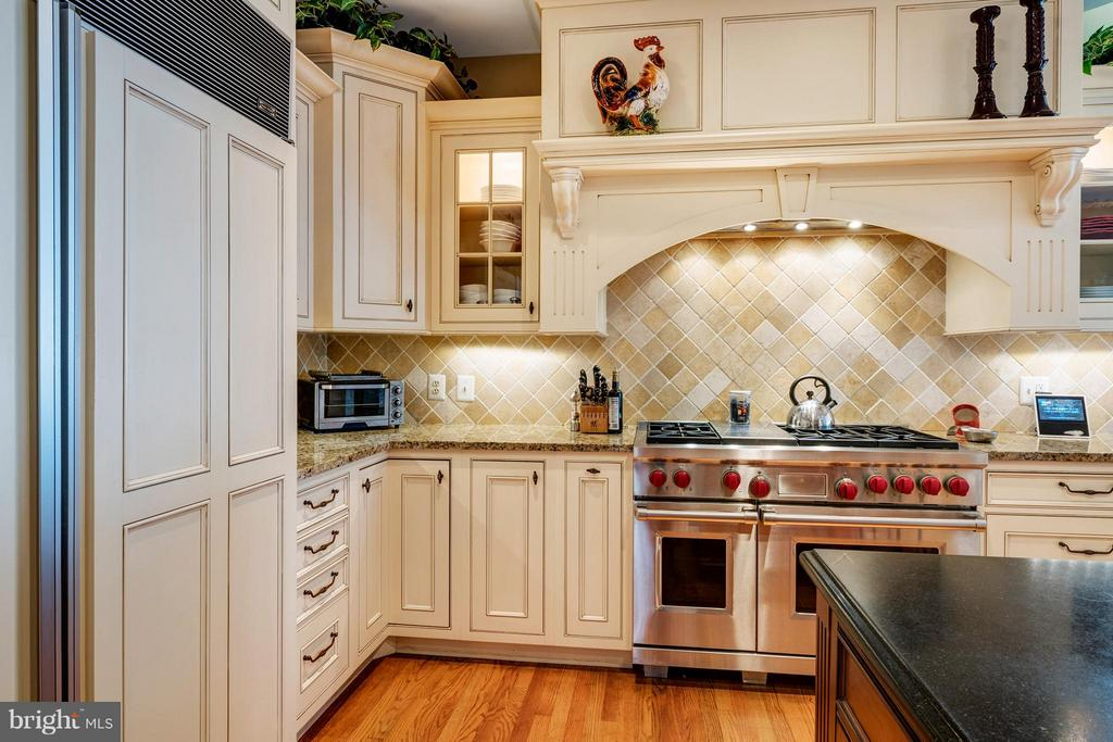 Wolfe range with range hood,under cabinet lighting - 1208 SOUTHBREEZE LN, ANNAPOLIS