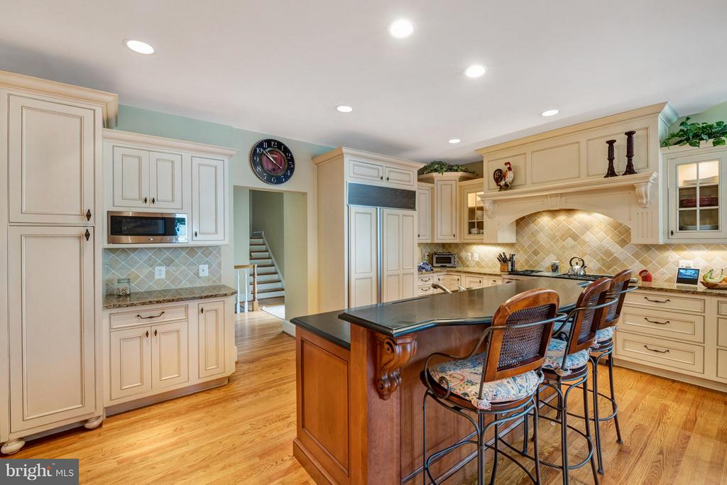 The gourmet kitchen will please any chef - 1208 SOUTHBREEZE LN, ANNAPOLIS