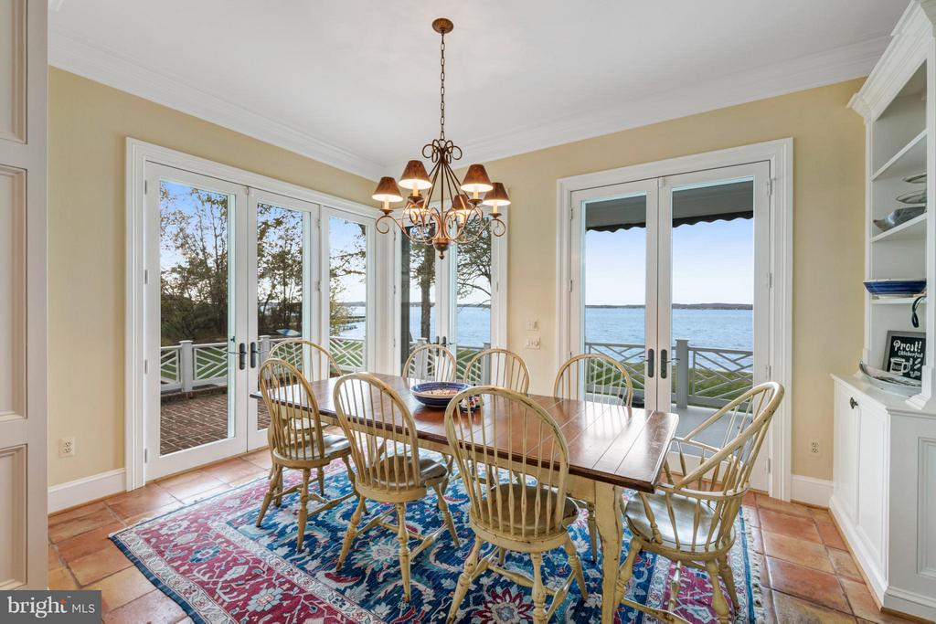 Breakfast room overlooks brick patio & the S River - 1208 SOUTHBREEZE LN, ANNAPOLIS