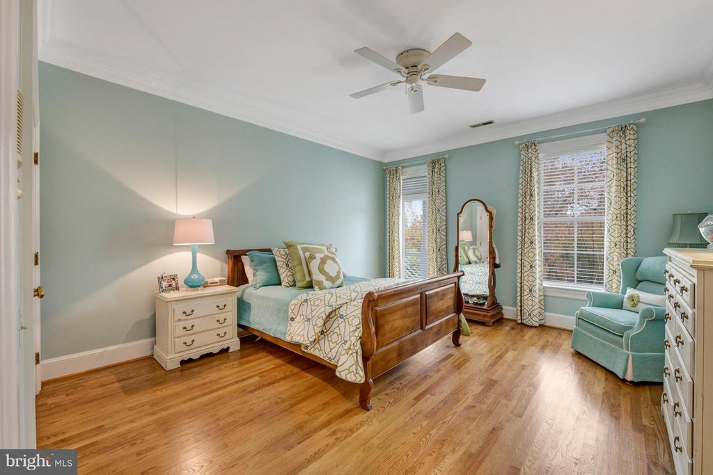 All bedrooms have walk in closets & ceiling fans - 1208 SOUTHBREEZE LN, ANNAPOLIS