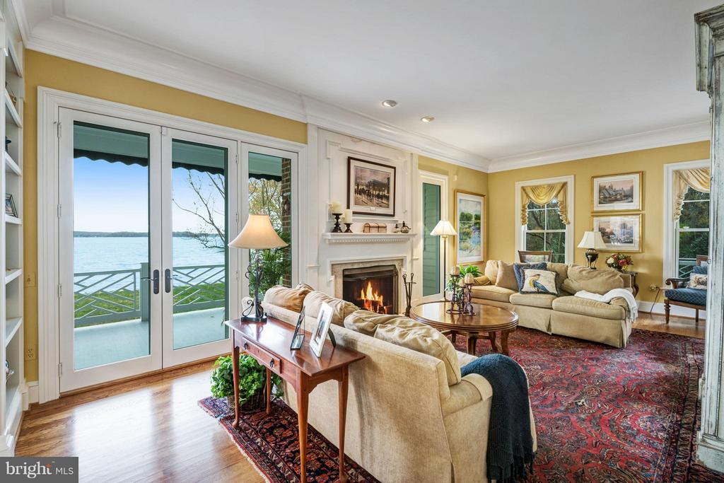 Formal living room w/ FP opens to veranda - 1208 SOUTHBREEZE LN, ANNAPOLIS