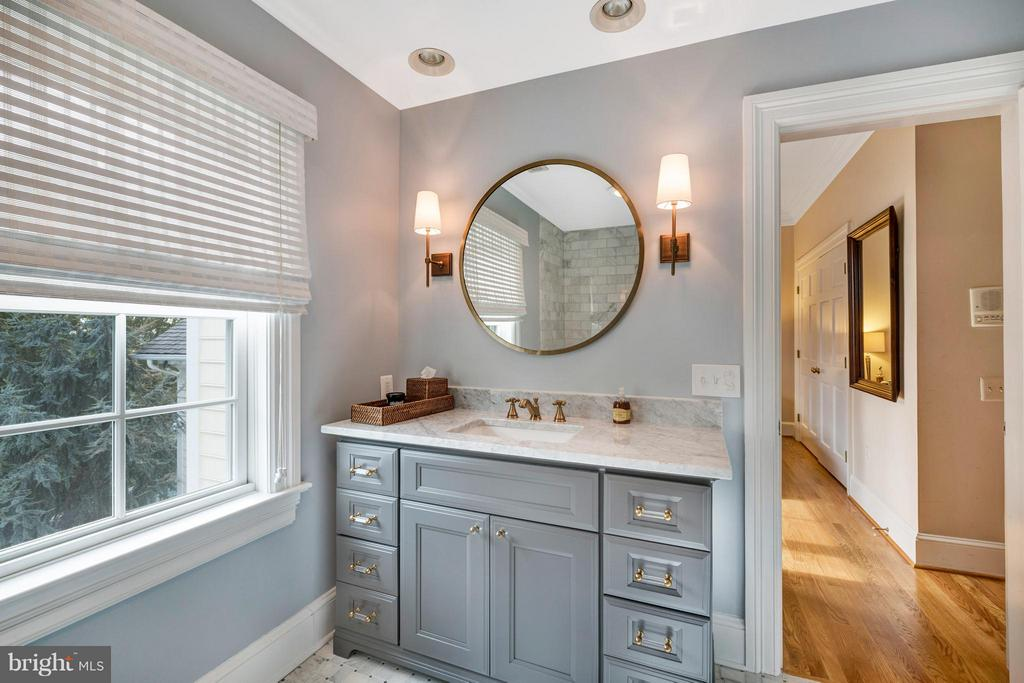 BRAND NEW baths upstairs - 1208 SOUTHBREEZE LN, ANNAPOLIS