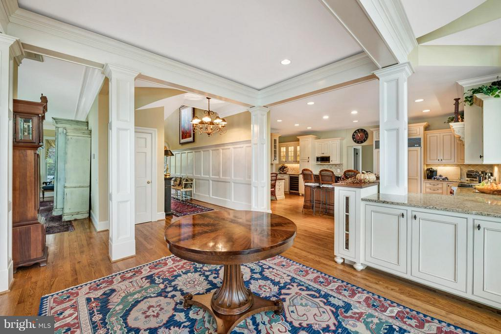 Lovely oversized trim and moldings - 1208 SOUTHBREEZE LN, ANNAPOLIS