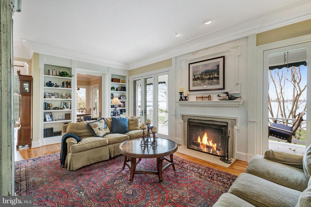 Cozy living room w/ fireplace & built ins - 1208 SOUTHBREEZE LN, ANNAPOLIS