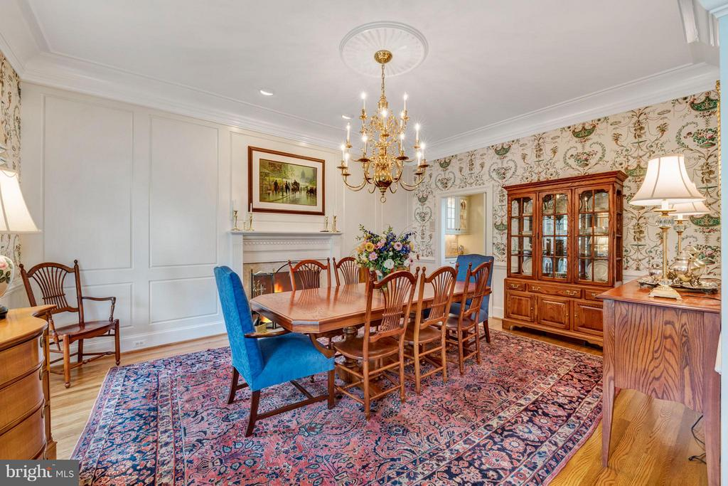 Formal dining room w/ fireplace & custom moldings - 1208 SOUTHBREEZE LN, ANNAPOLIS