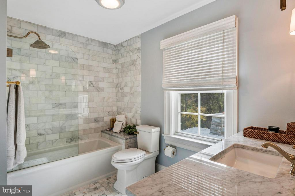Tastefully appointed NEW full baths - 1208 SOUTHBREEZE LN, ANNAPOLIS