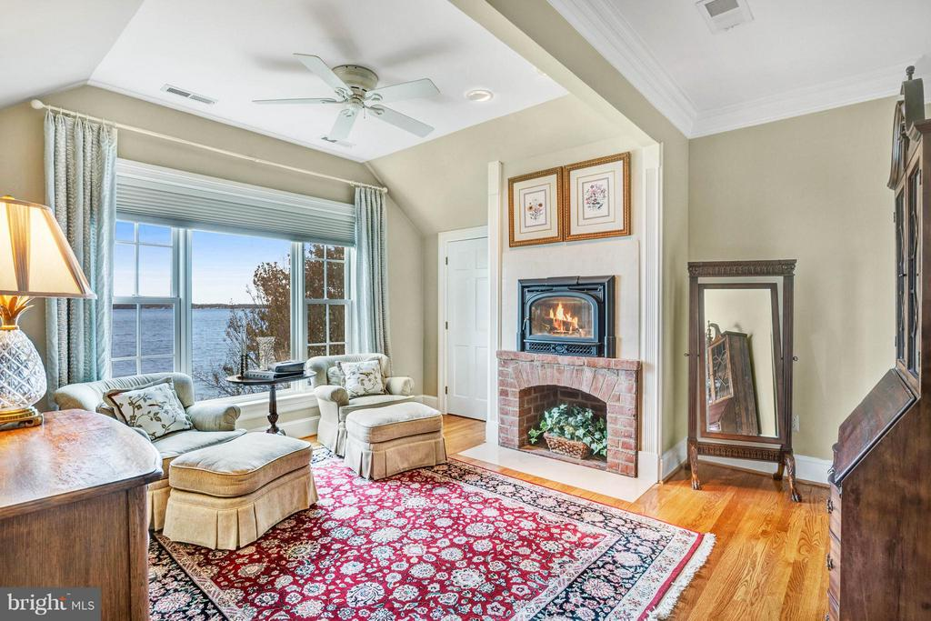 Owners suite sitting room w/ wood stove - 1208 SOUTHBREEZE LN, ANNAPOLIS