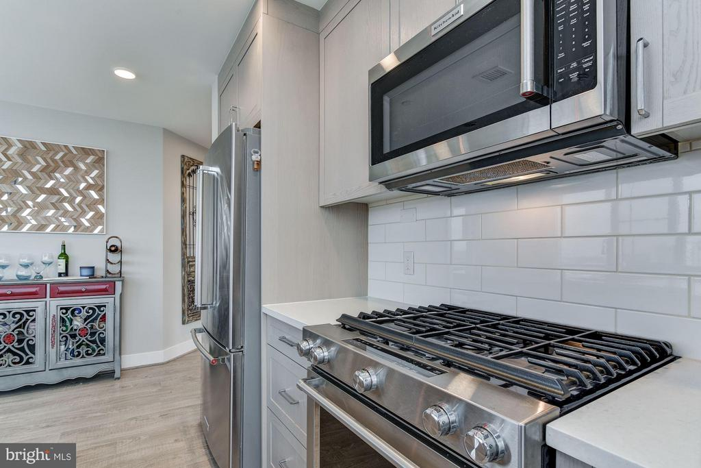 KitchenAid Stainless Steel Appliances, Gas Cooking - 930 ROSE AVE #1905, NORTH BETHESDA