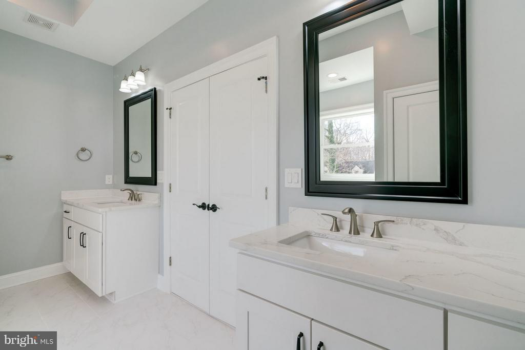 MASTER BATHROOM with double vanities. - 8733 POHICK RD, SPRINGFIELD