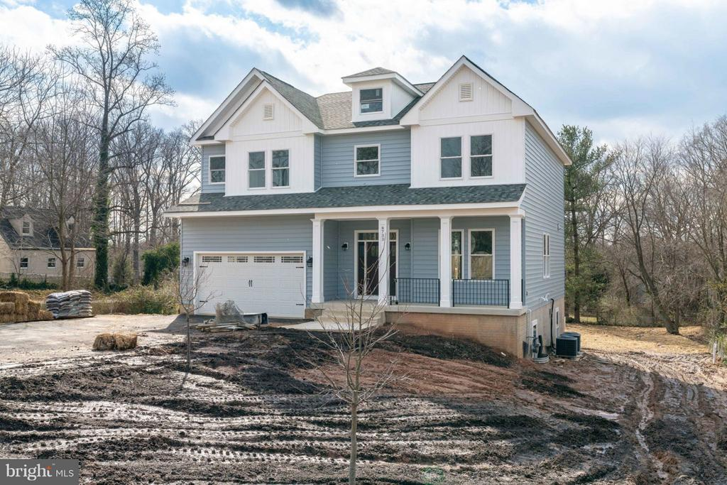Large front and back YARDS. - 8733 POHICK RD, SPRINGFIELD