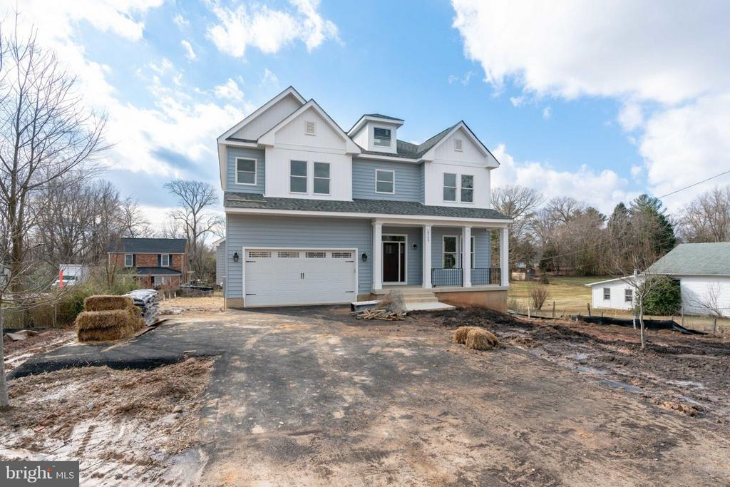 Covered ELEVATED craftsman. - 8733 POHICK RD, SPRINGFIELD